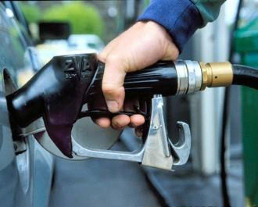 В Киеве водитель пытался сбежать с заправки, не расплатившись за бензин