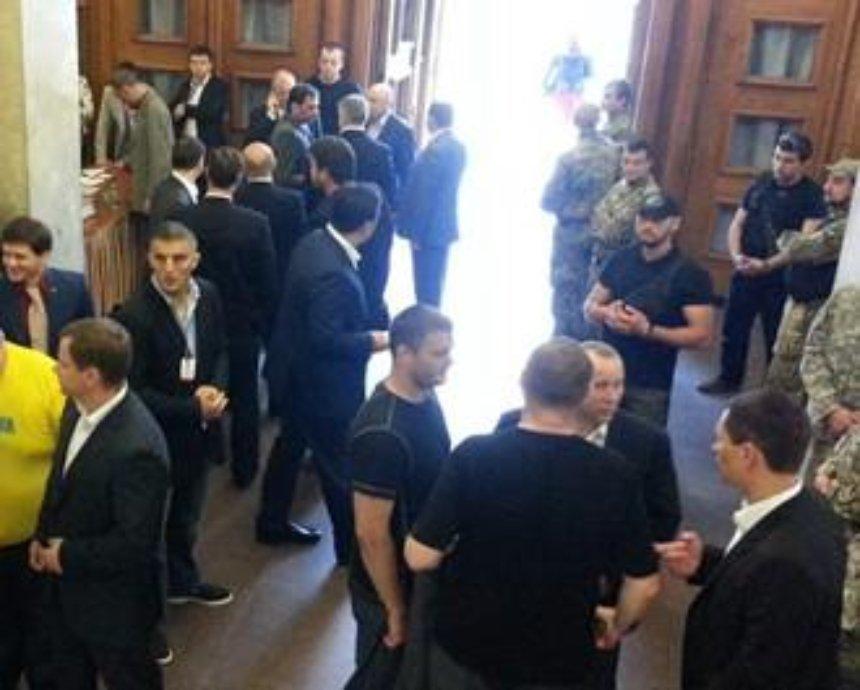 Депутатам Киеврады запретили ругаться и приносить в зал транспаранты