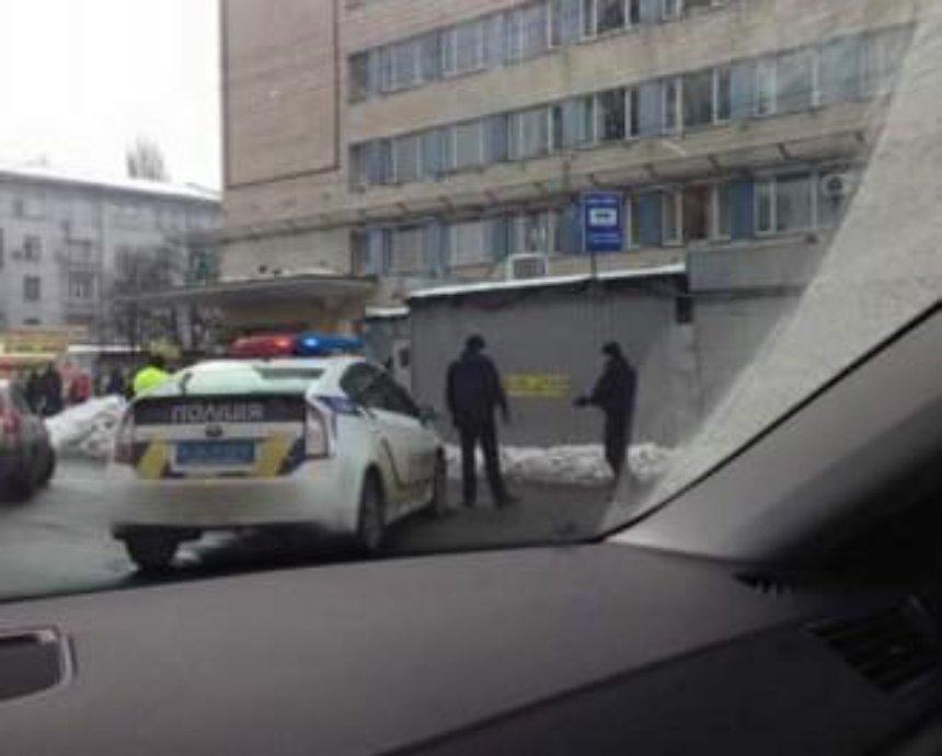 В Киеве из-за угрозы взрыва перекрыли проспект Победы