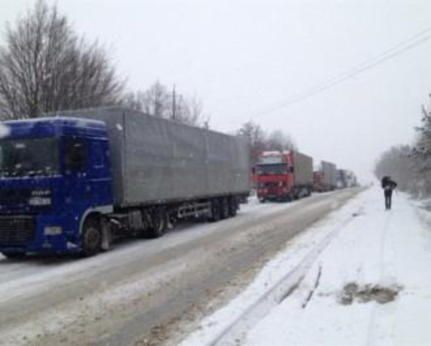 Из-за непогоды в Киев ограничили въезд грузовиков