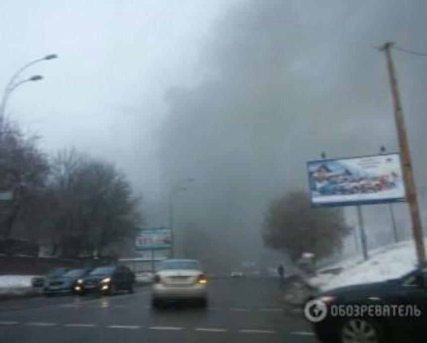 В Киеве утром горел склад (фото)