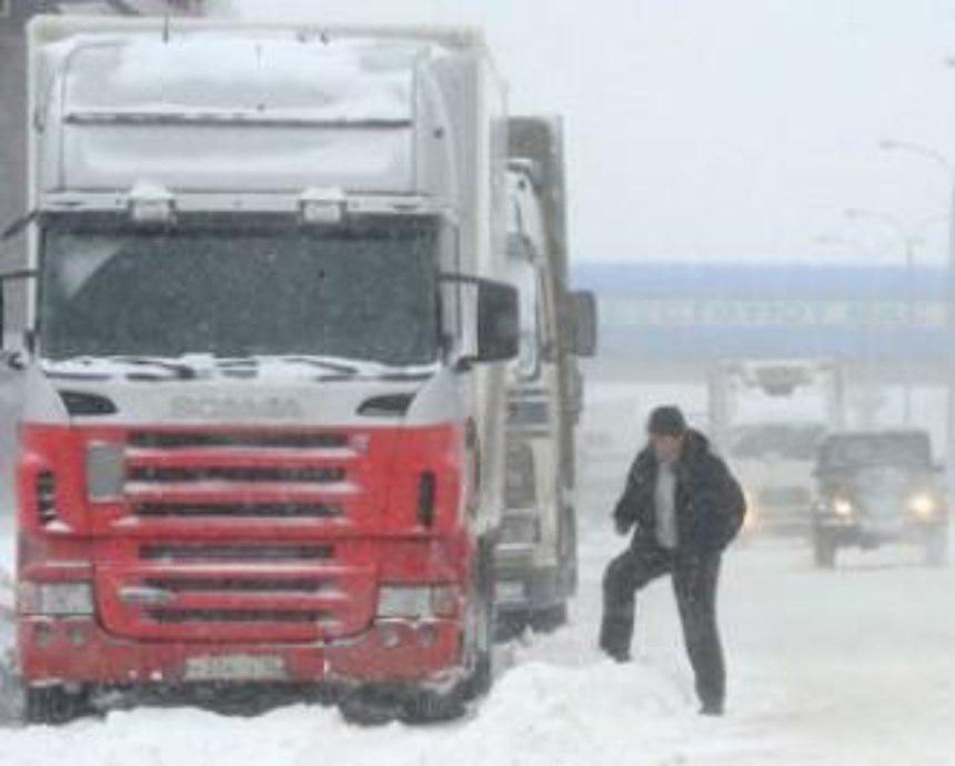 С 12:00 в Киев могут ограничить въезд фур