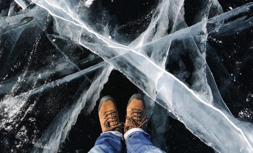 Вышла погулять: спасатели сняли со льда 12-летнюю девочку