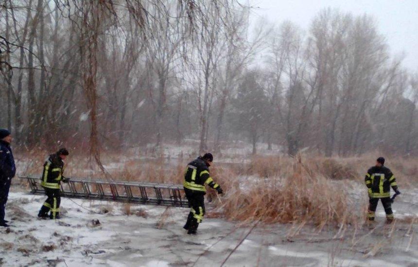 Лед тронулся: на Киевском море спасли неудачливых рыбаков