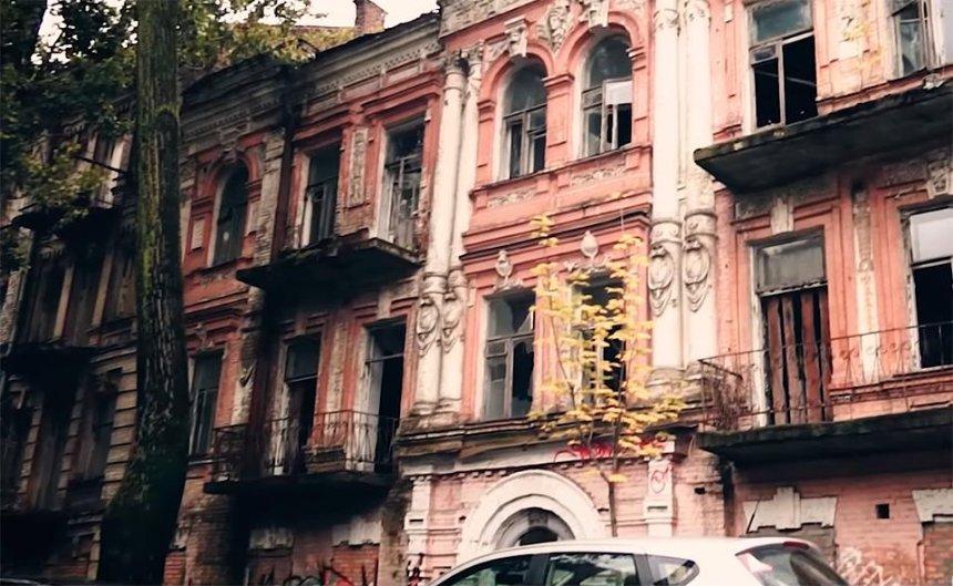 """""""Наследие в руинах"""": кто и зачем разрушает исторические здания Киева (видео)"""
