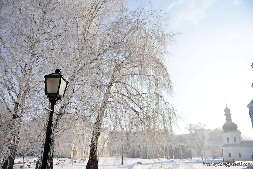 Мороз и солнце: священник опубликовал сказочные фото Михайловского монастыря