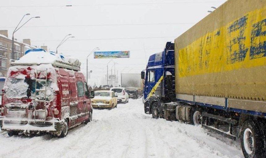 В Киев ограничили въезд грузовиков из-за непогоды
