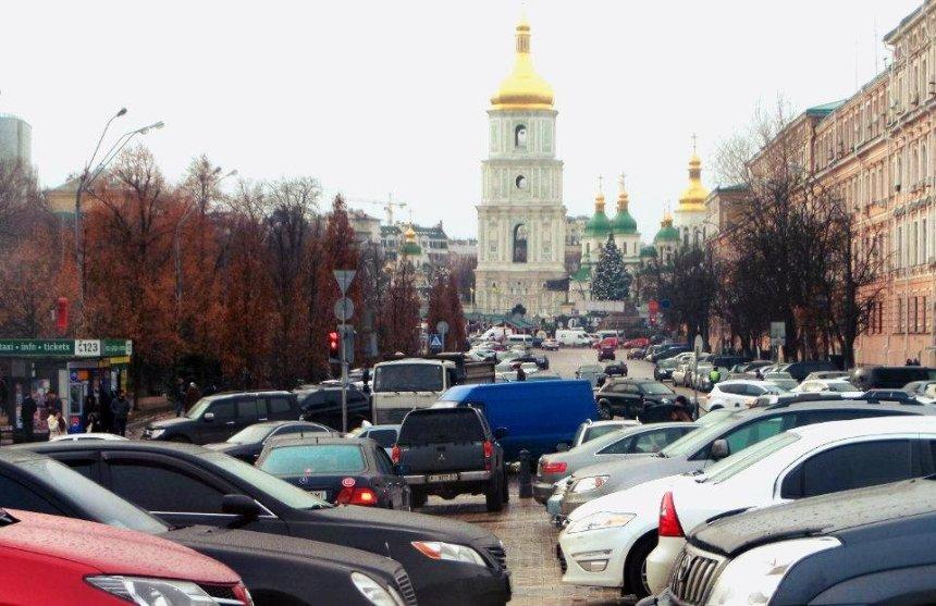 Подпиши петицию: киевляне требуют запретить парковку на тротуарах