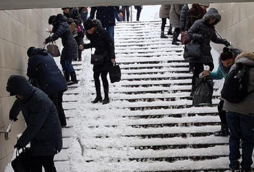 Подпиши петицию: киевляне предлагают обустроить навесы над подземными переходами