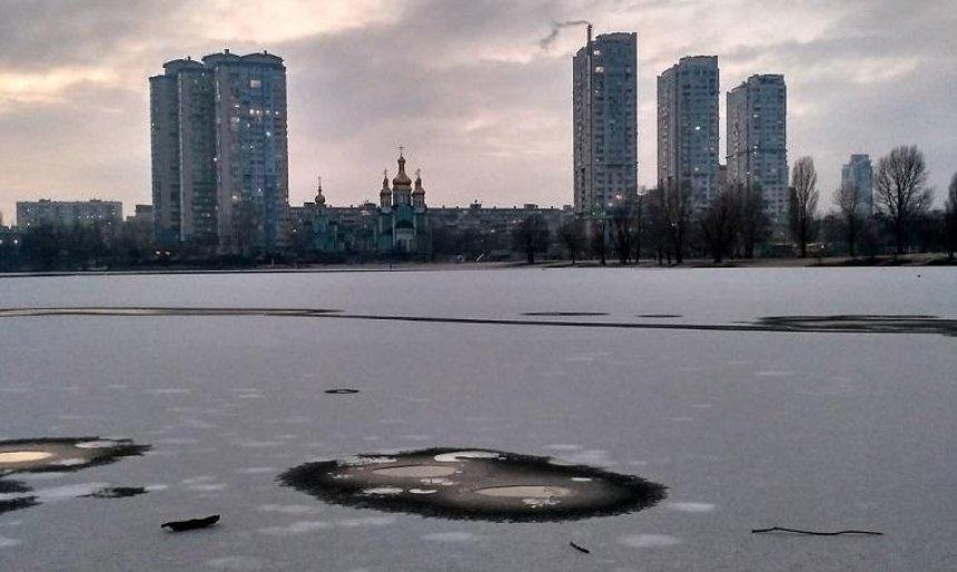 Киевлянам не рекомендуют выходить на лед озера Тельбин