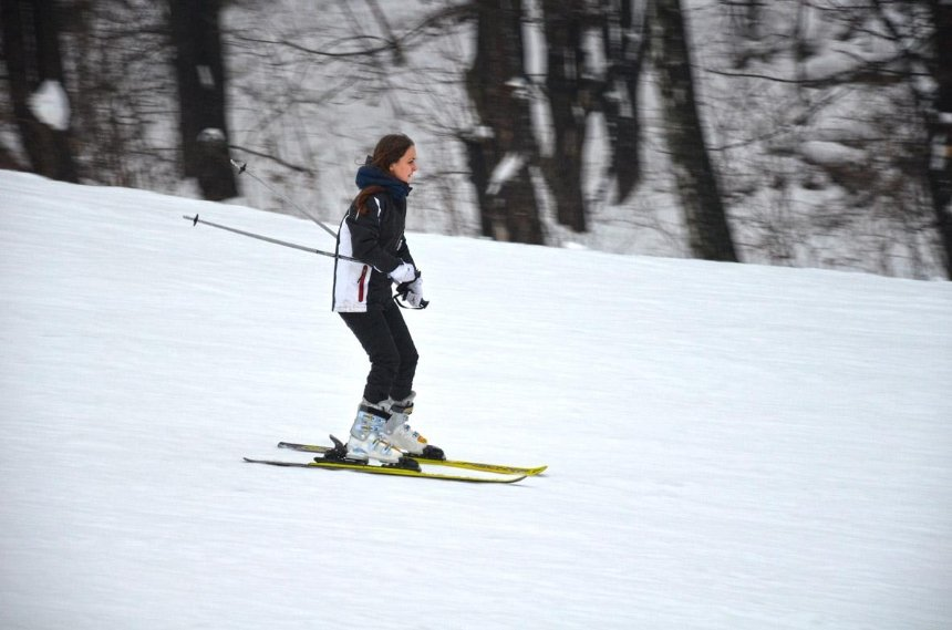 Зимние развлечения: где в Киеве покататься на лыжах и санках