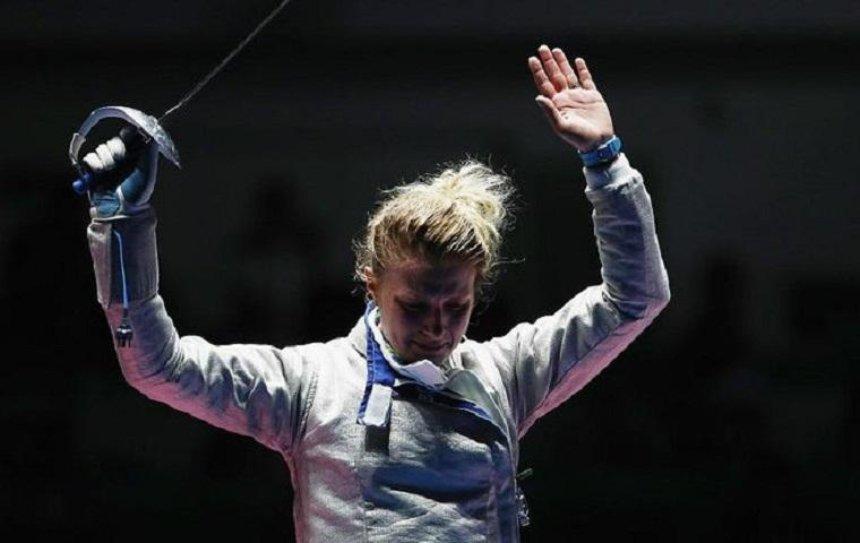 Украинская чемпионка по фехтованию разбила телевизор на соревнованиях (видео)