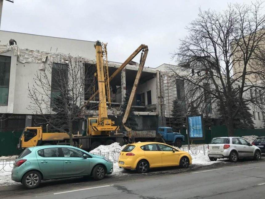 Столичного активиста возмутил проект реконструкции кинотеатра «Зоряный» (фото)