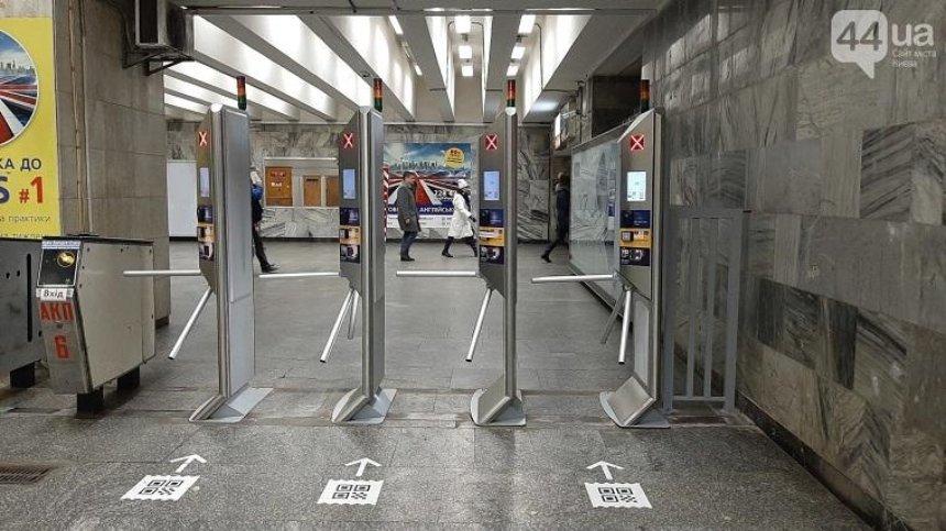 Почему в метро меняют турникеты на новые (фото)