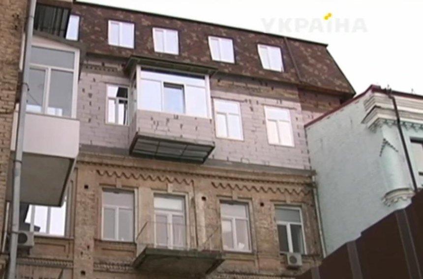 Дом в центре Киева разрушается из-за незаконной надстройки