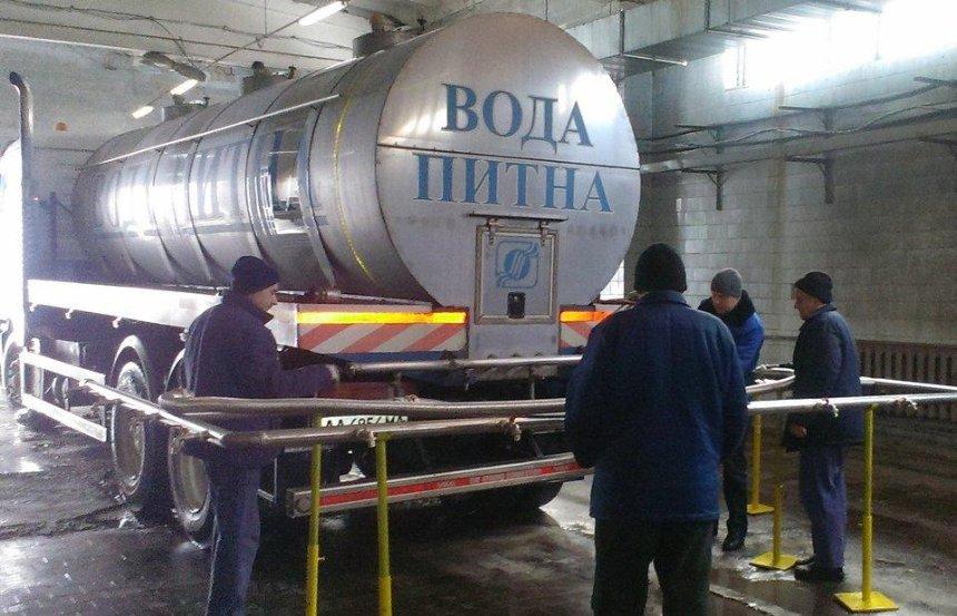 На Крещение по Киеву будут возить освященную воду в цистернах