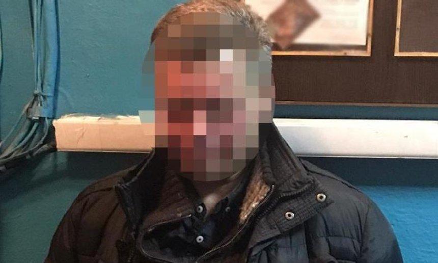 Пьяный киевлянин напал на полицейского в метро