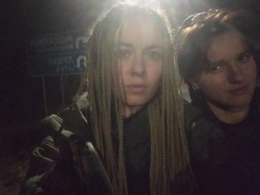 Волонтерок высадили из автобуса посреди трассы из-за замечания о российском сериале