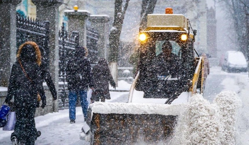 ВКиеве ожидают снегопад: столичные дорожники готовятся кухудшению погодных условий