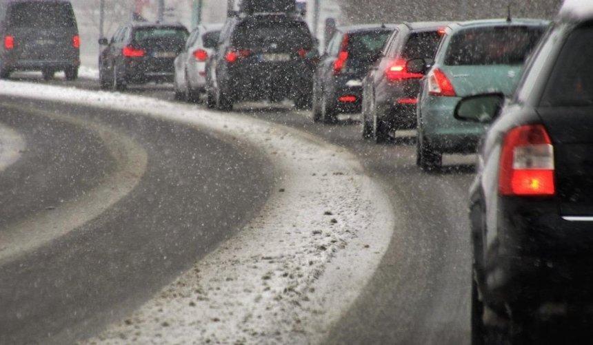 Из-за снегопада в Киеве образовались огромные пробки (карта)