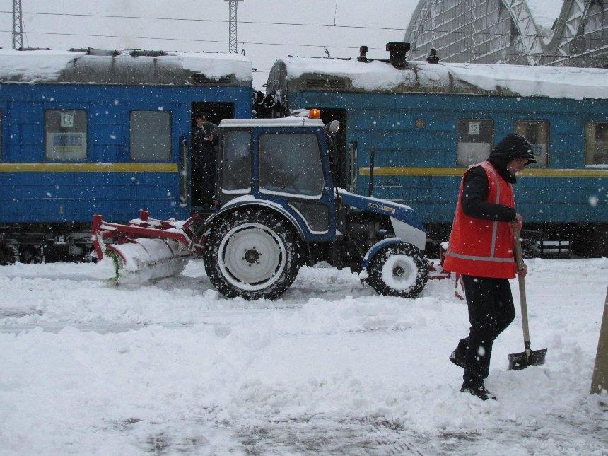 «Укрзализныця» из-за непогоды увеличила количество мест впоездах изОдессы вКиев