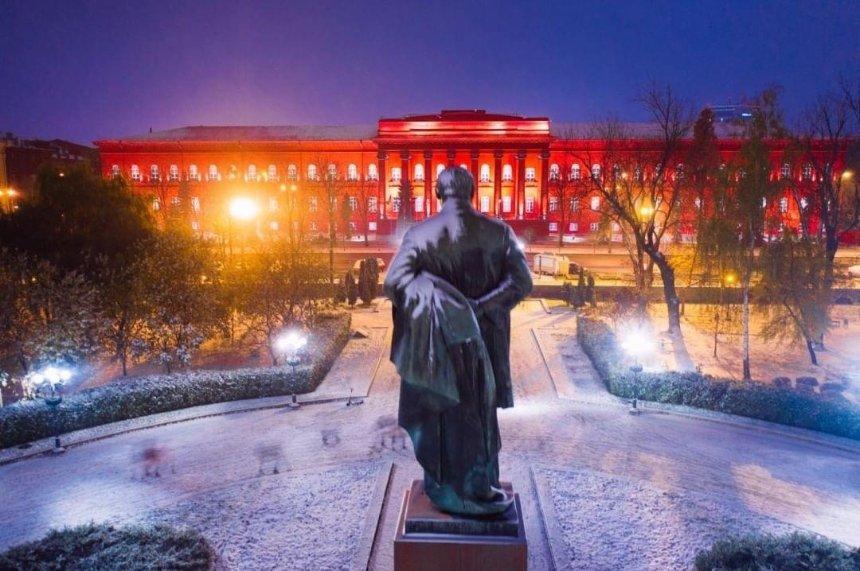 Киев засыпало снегом: в сети делятся красивыми фото столицы