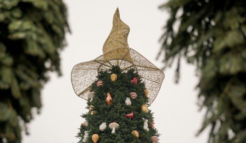 Волшебную шляпу сСофийской площади перенесут накрышу Киевской школы экономики
