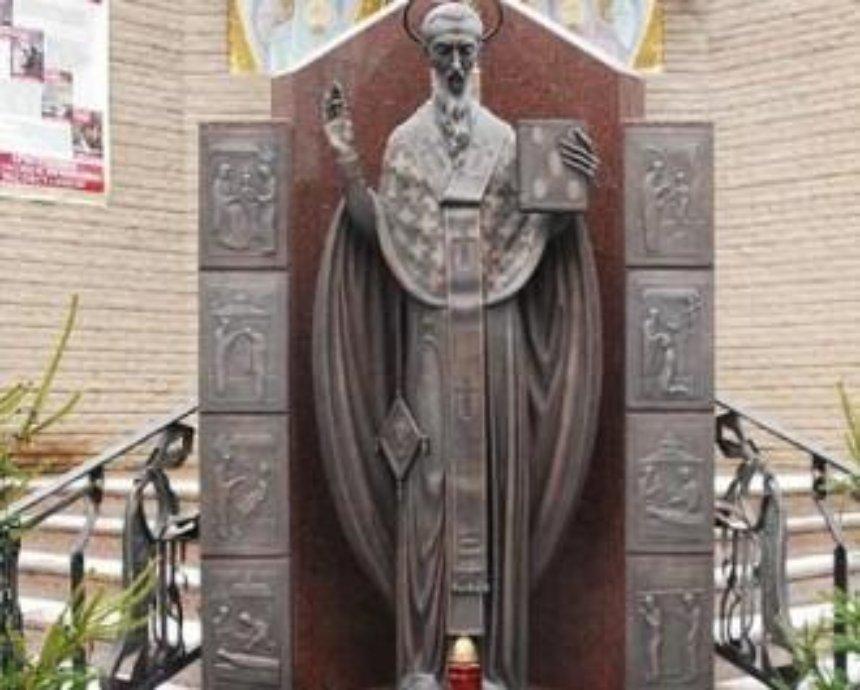 Все памятники Киева охраняют всего два человека