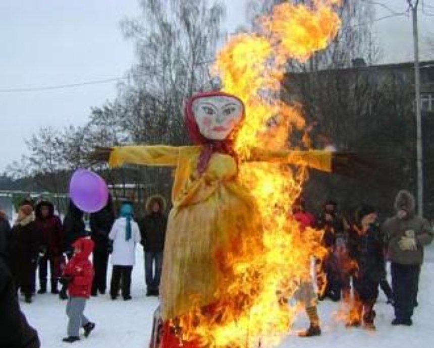 На Певческом поле киевляне, провожая зиму, сожгут Масленицу