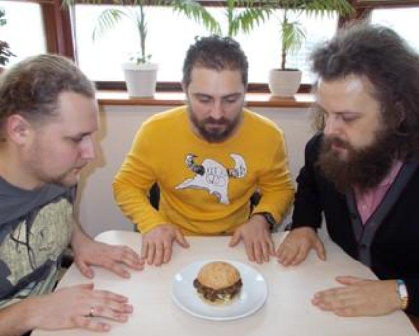 3 бородача vs 3 бургера: The Burger, Taco и... McDonald's