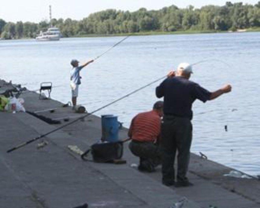 Рыбак нашел в Днепре рюкзак с боевыми патронами и гранатами