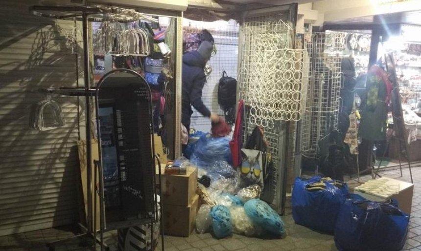 Владельцы МАФов на Майдане Незалежности собирали вещи (фото)