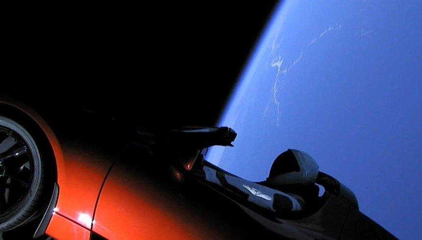 SpaceX запустили в космос электрокар Tesla: как это было (фото, видео)