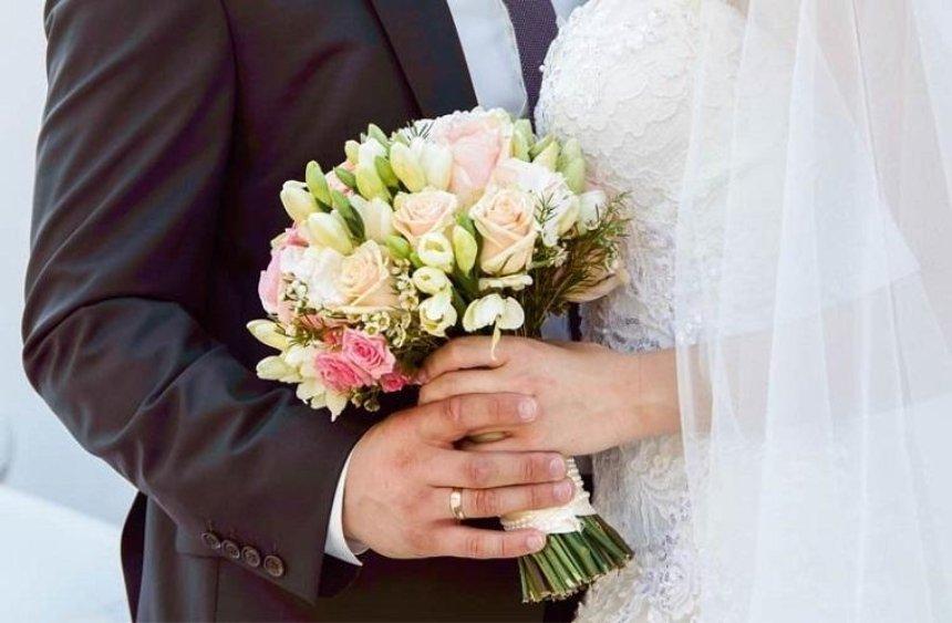 В День влюбленных в столице поженились почти 200 пар
