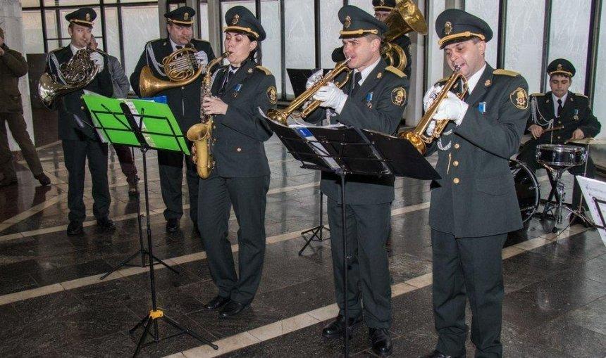 В киевском метро в честь наступления весны сыграет оркестр