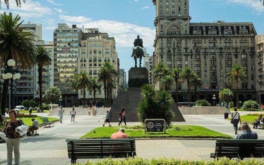 Украинцы могут ездить в Уругвай без виз