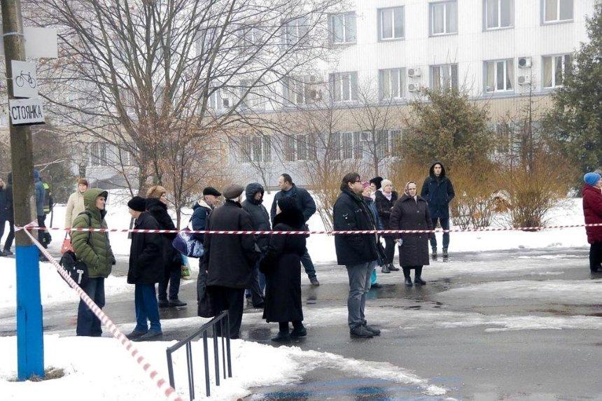На Оболони из-за угрозы взрыва эвакуировали больницу