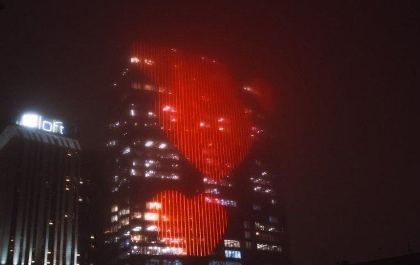 В центре столицы появилось гигантское сердце (фото)