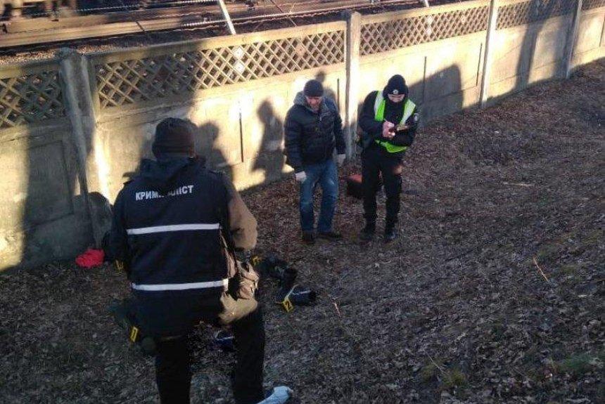 Возле станции метро «Черниговская» нашли обнаженную мертвую женщину (фото)