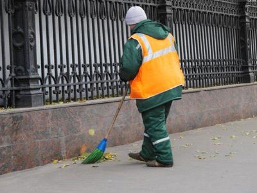 В Киеве катастрофически не хватает дворников