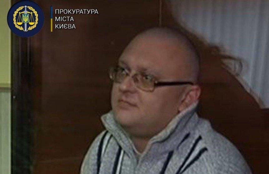 Суд досрочно освободил осужденного за убийство ребенка: теперь его объявили в розыск