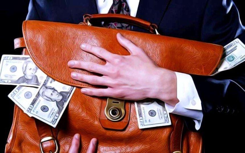 Активисты посчитали, сколько денег украинцы потратили на политические партии за два года