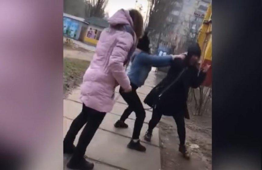 На Борщаговке девушки побили школьницу, полиция открыла дело