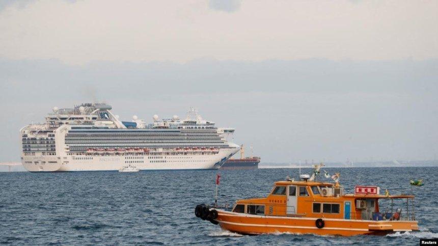 Двадцать украинцев находятся на борту лайнера, где обнаружили вспышку китайского коронавируса, — СМИ