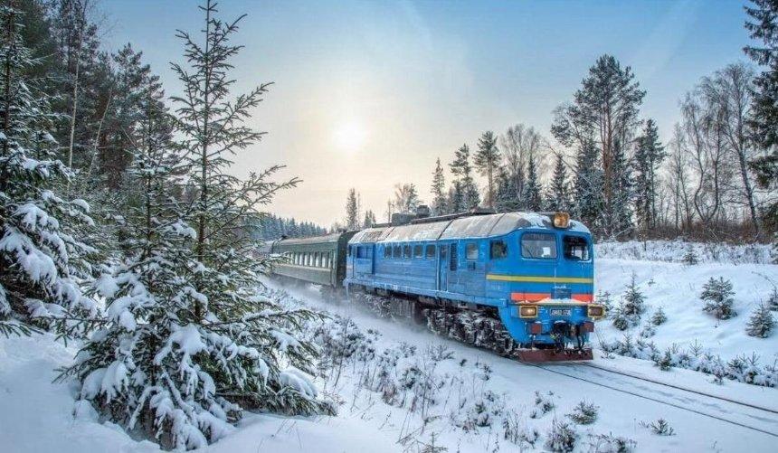 «Укрзалізниця» сообщила озадержке двух пассажирских поездов из-за снегопада