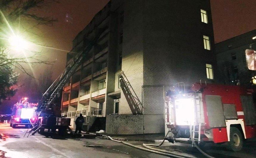В Запорожье горело COVID-19-отделение больницы: погиб медик и трое пациентов