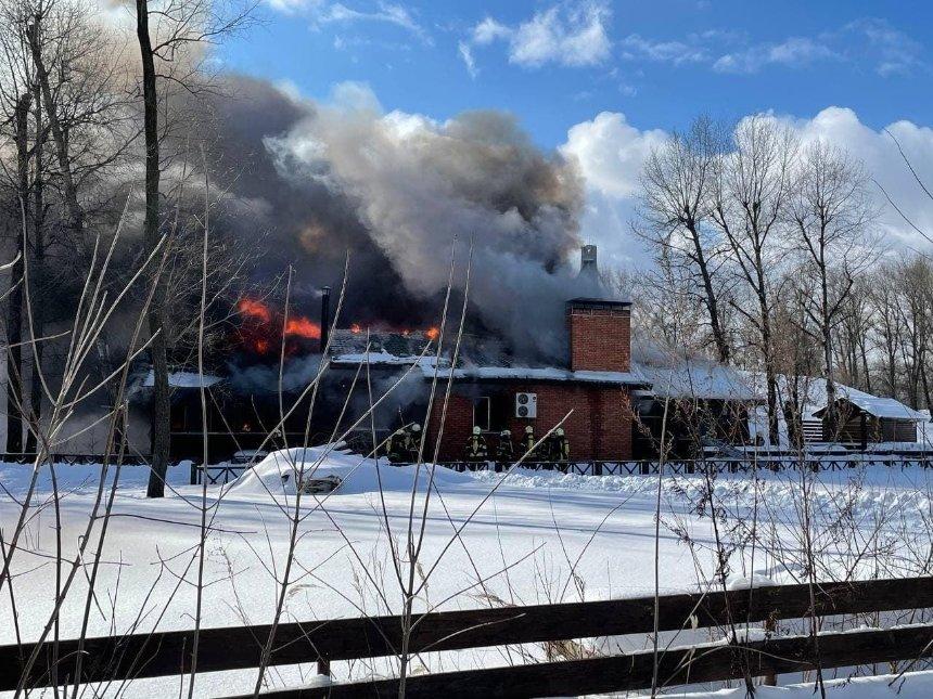 Пожар впарке «Муромец»: загорелось деревянное кафе