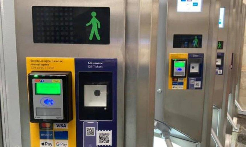 В Киеве закрыли  один из вестибюлей станции метро «Почайна»
