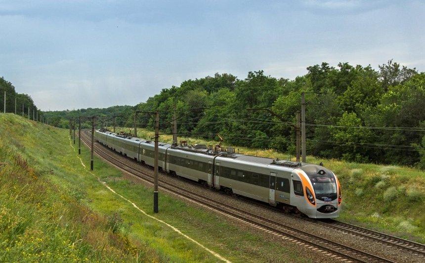 Куда поедем: «Укрзалізниця» собирает предложения пассажиров о маршрутах поездов