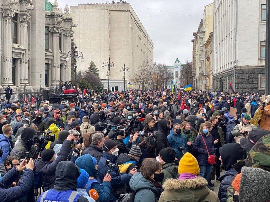 Под Офисом президента проходит митинг в поддержку Стерненко